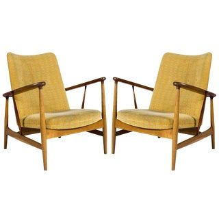 Pair of Finn Juhl SW-86 Lounge Chairs