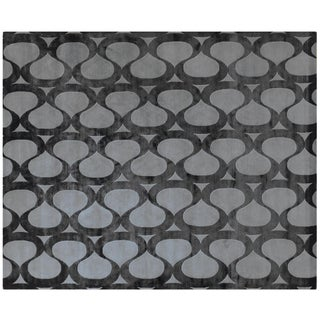 Black and Grey Spiral Design Rug - 8' X 10'