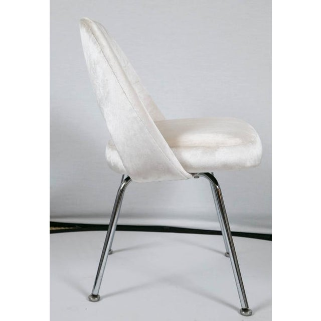 Saarinen Executive Armless Chairs in Ivory Velvet, Set of Six - Image 9 of 9