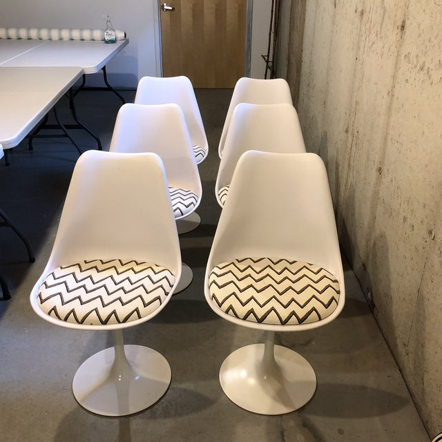 Molly Skok Zig Zag Seat Saarinen Chairs - Set of 6 - Image 3 of 6