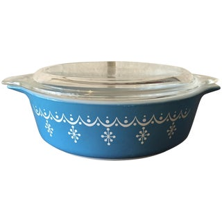 Pyrex Small Casserole Dish in Blue Snowflake
