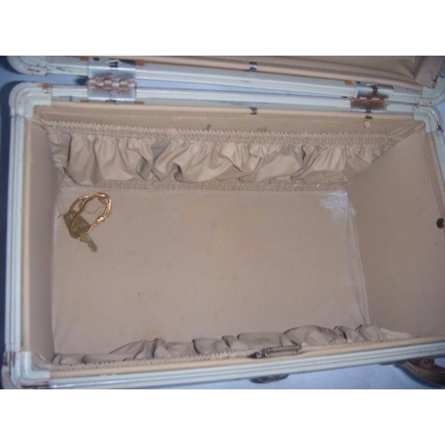 Mid-Century Samsonite Beige Vinyl Cosmetics Case - Image 7 of 7