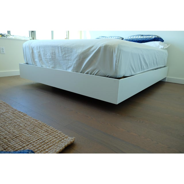 Image of Modern Floating White Platform Queen Bedframe
