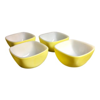 Mid-Century Modern Yellow Pyrex Ramekins - Set of 4