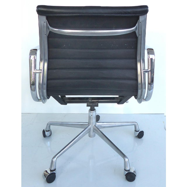 Mid-century Eames Herman Miller Aluminum Group Chair - Image 5 of 11