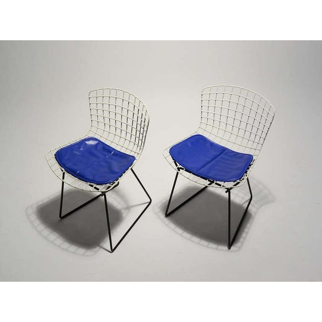Pair of Bertoia child's chairs by Knoll - Image 9 of 9