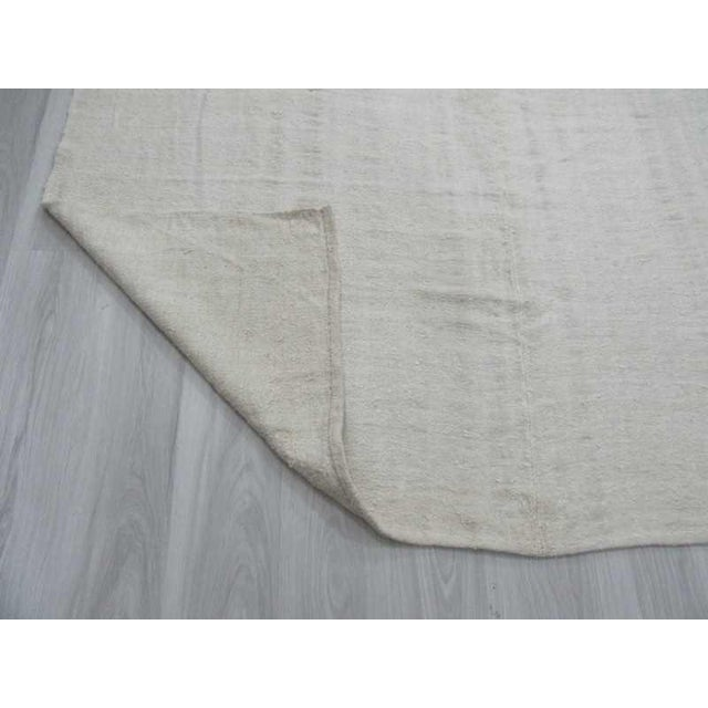 Vintgage white Turkish hemp kilim rug - Image 6 of 6