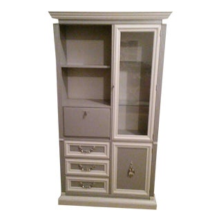 White Moulding Traditional Cabinet