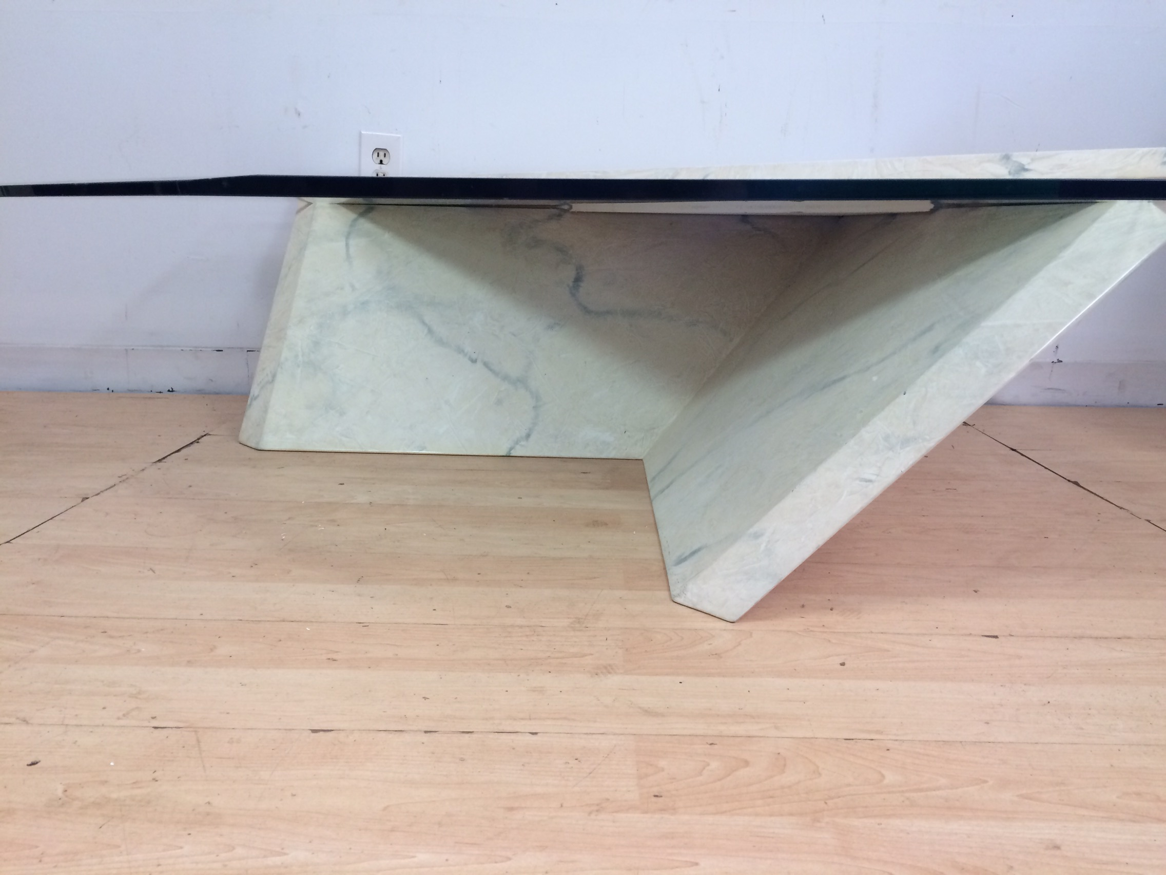 Superb Modern Cantilever Coffee Table   Image 4 Of 8