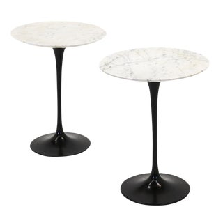 Excellent pair of Saarinen for Knoll side tables Black base with marble top