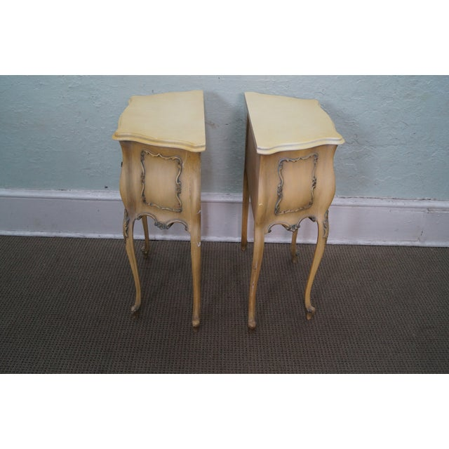 Vintage 1940s Painted Bombe Nightstands - A Pair - Image 3 of 10