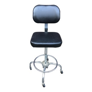 Asjusto Industrial Vinyl Bar Stool