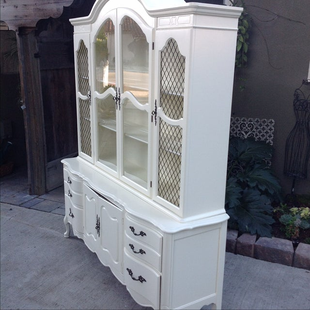 Vintage 1950s French Provincial China Cabinet - Image 6 of 6