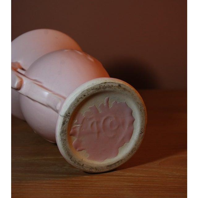 1940's McCoy Peach Pink 2-Handled Pottery Vase - Image 4 of 7