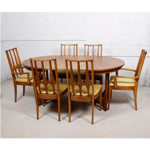 Broyhill Brasilia Round To Oval Dining Set Chairish