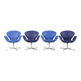 Set of Arne Jacobsen Swan Chairs