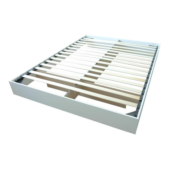 Modern Floating White Platform Queen Bedframe - Image 1 of 3