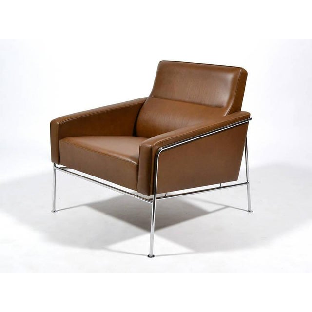 Pair of Arne Jacobsen Series 3300 Lounge Chairs - Image 8 of 11