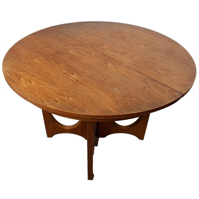 Broyhill Round Dining Table: Broyhill Brasilia Round-to-Oval Dining Set