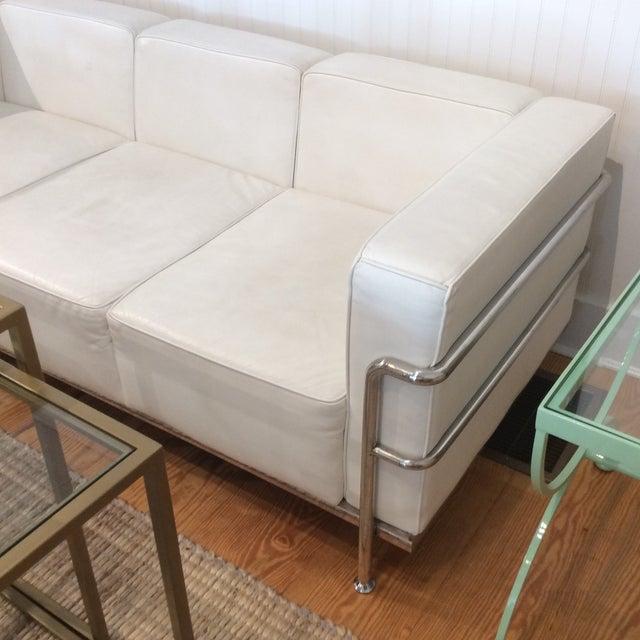 Le corbusier style white leather sofa chairish for Le corbusier sofa nachbau