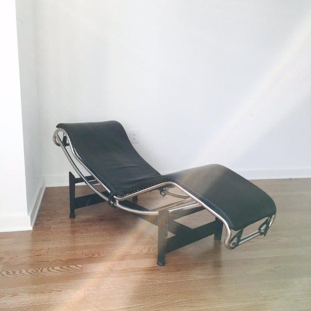 Image of Black Le Corbusier LC4 Chaise