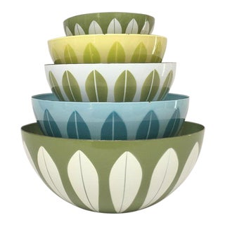 Scandinavian Modern Enamel Nesting Bowls - Set of 5
