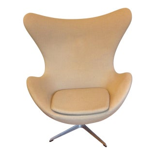 Mid-Century Modern Arne Jacobsen Egg Chair