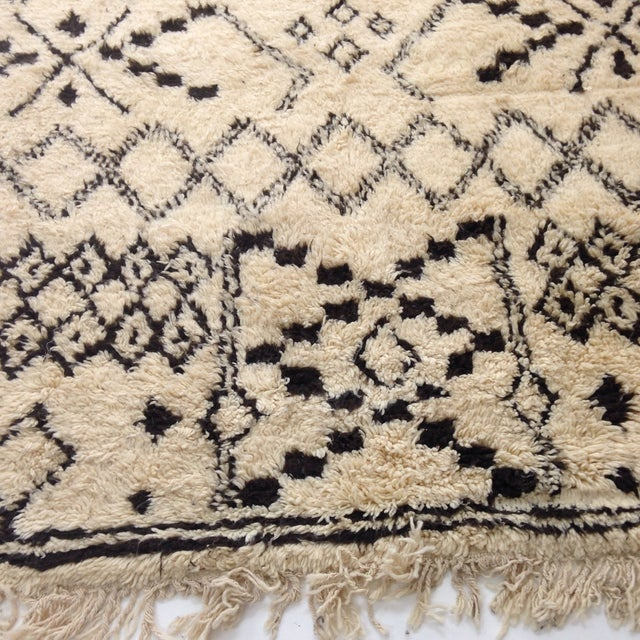 Authentic Moroccan Beni Ourain Rug - 5′5″ × 8′9″ - Image 5 of 6