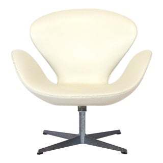 Early Arne Jacobsen Swan Chair in Ivory Leather by Fritz Hansen