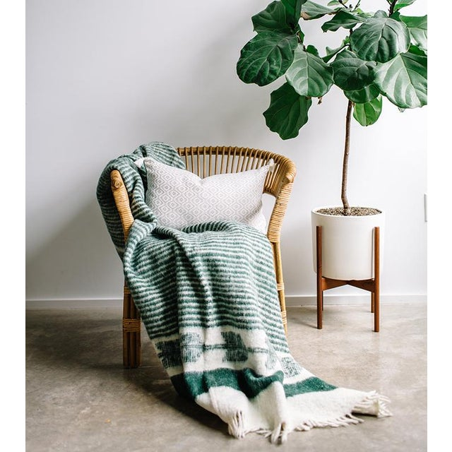 Green and White Wool Blanket - Image 5 of 6