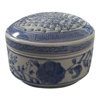 Twos Company Porcelain Blue & White Asian Frog Flower Vase Trinket Box