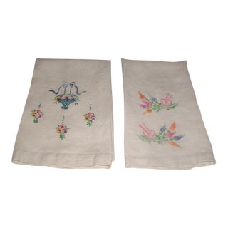 1940's Embroidered Linen Hand Towels - A Pair