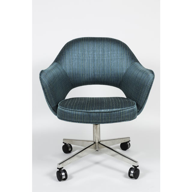 Image of Vintage Saarinen Executive Armchair Swivel Base