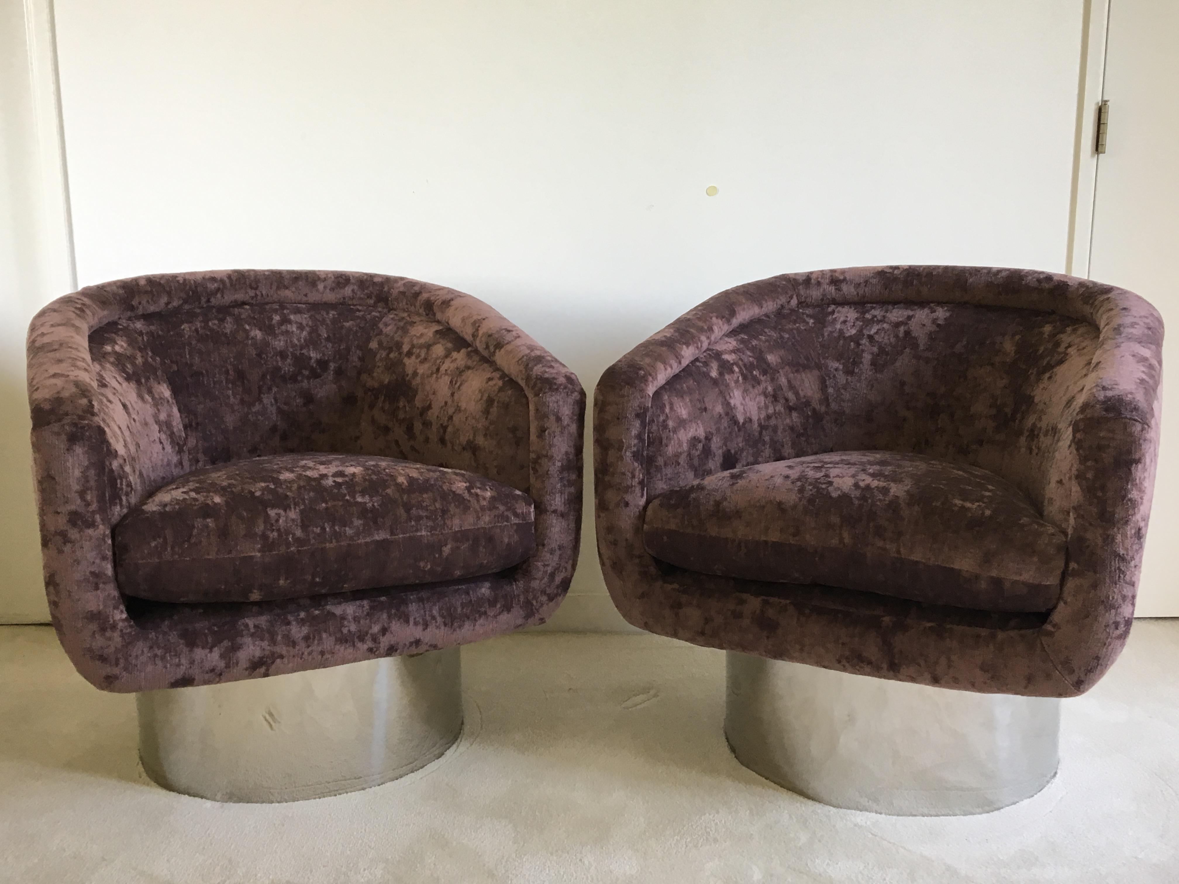 Pair Of Newly Refurbished Swivel Tub Chairs By Leon Rosen For Pace  Collection   Image 2