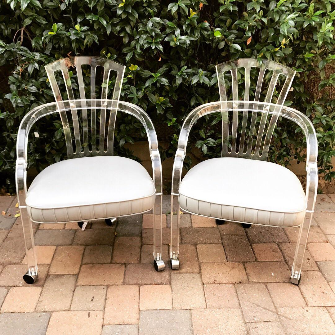 Set Of 4 Hollis Jones Style Lucite Fanback Chairs By Hill Manufacturing Co.    Image