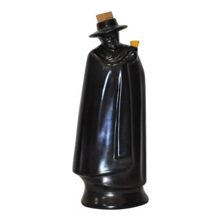"""1930s Royal Doulton """"Don Man With Black Cape"""" Figural Decanter"""