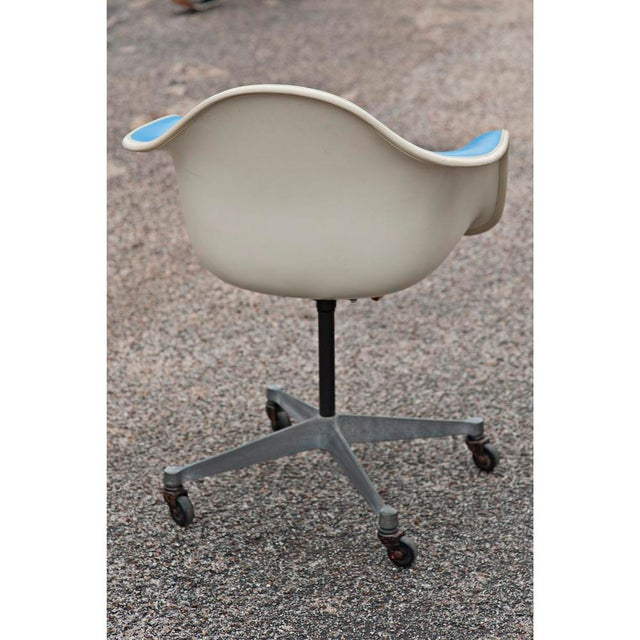Herman Miller Blue Vinyl Shell Chairs - A Pair - Image 3 of 5