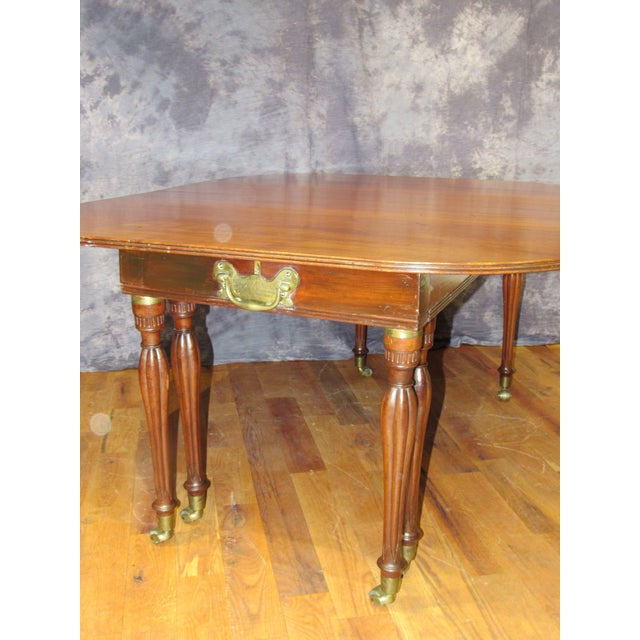 Early 19th century english dining table chairish for Table th width