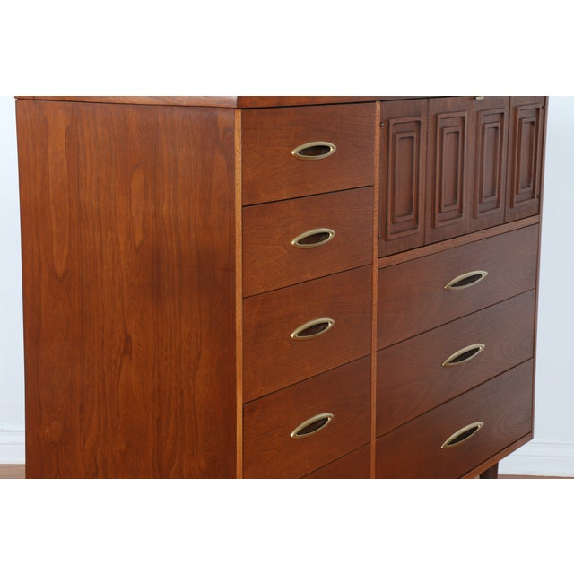 Broyhill's Sculptra Collection Dresser - Image 8 of 10