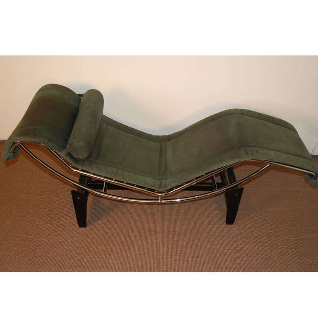 le corbusier lc4 green leather chaise longue chairish. Black Bedroom Furniture Sets. Home Design Ideas