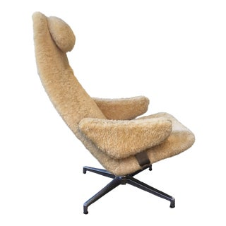DUX Lounge Chair in Sheepskin