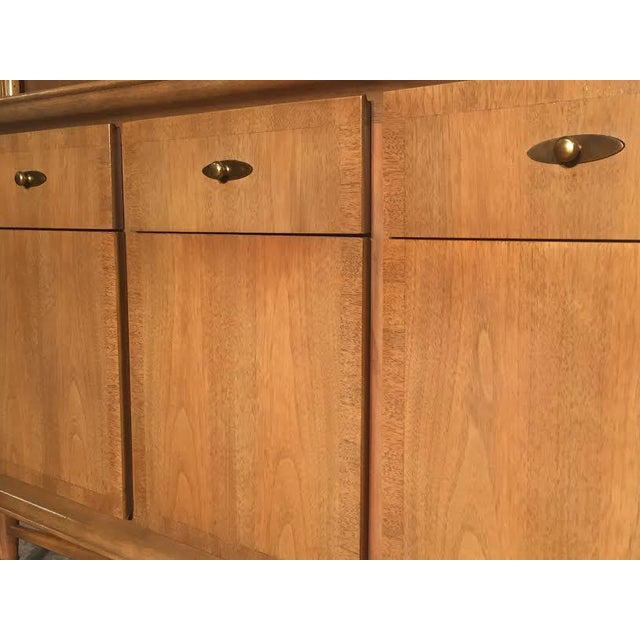 Mid-Century Modern China Cabinet by Kroehler - Image 5 of 9