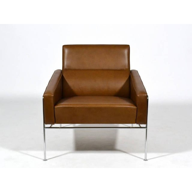 Image of Pair of Arne Jacobsen Series 3300 Lounge Chairs