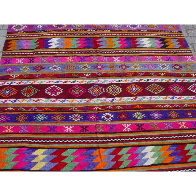 "Vintage Handwoven Turkish Kilim Rug - 5'11"" x 9'6"" - Image 4 of 11"