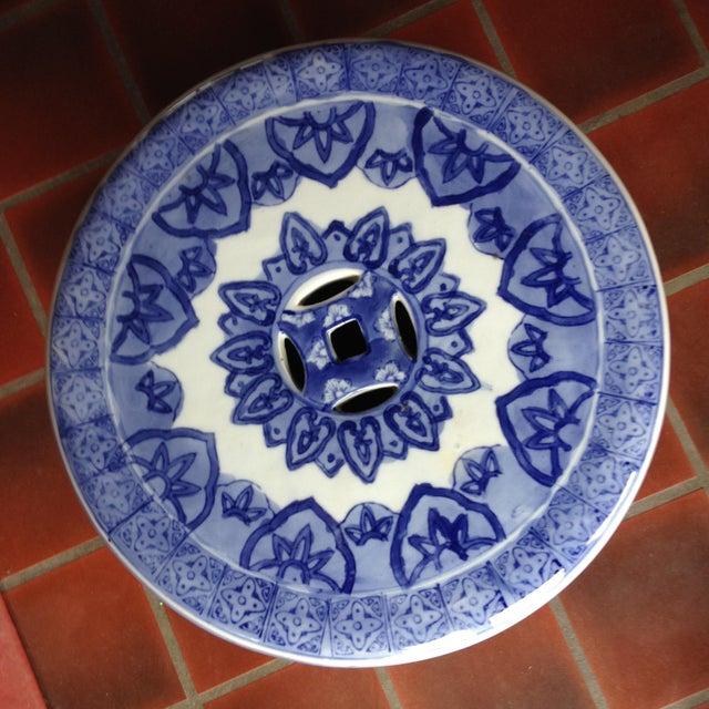 Swirled Blue & White Porcelain Garden Seat - Image 5 of 5