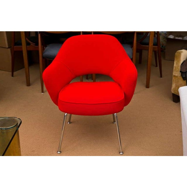 Saarinen Executive Armchair, Vintage Knoll Red Textile - Image 4 of 7