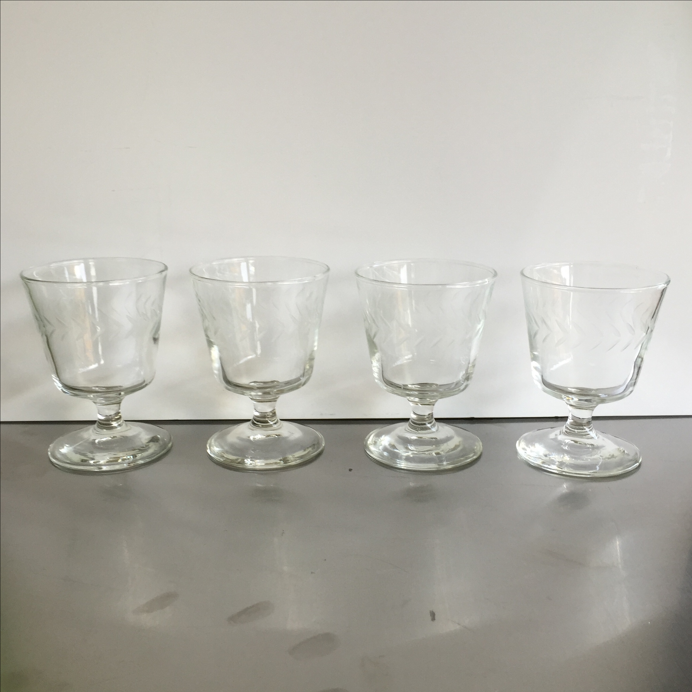 Laurel Wreath Champagne Glasses Set of 4 Chairish : laurel wreath champagne glasses set of 4 3505aspectfitampwidth640ampheight640 from www.chairish.com size 640 x 640 jpeg 28kB
