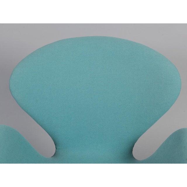 Arne Jacobsen Swan Chair - Image 6 of 6