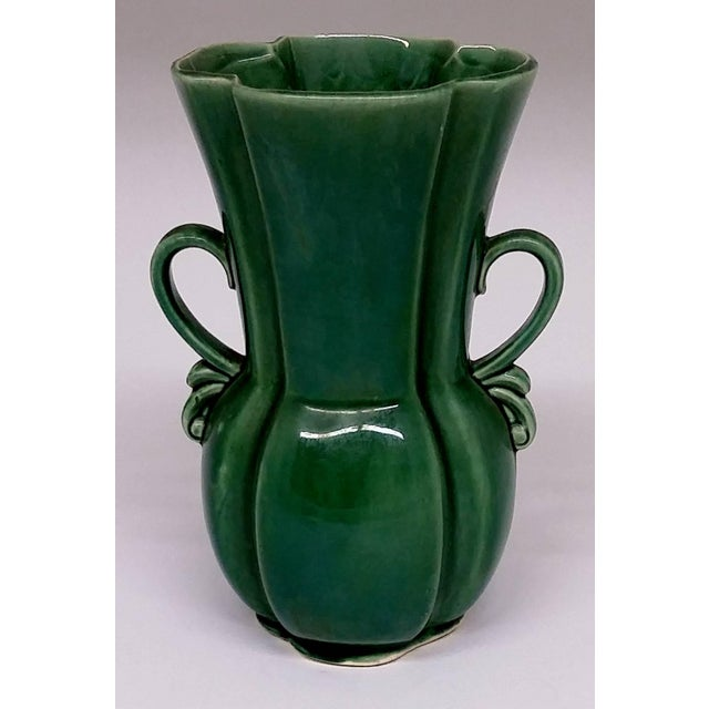 RB USA Rare Mid-Century Two-Handled Green Vase - Image 2 of 6