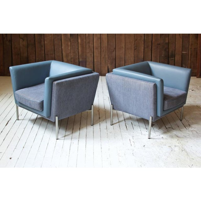Pair of Two-Tone Grey Wool and Blue Leather 'LAP' Club Chairs by Brueton, 1980 - Image 2 of 6